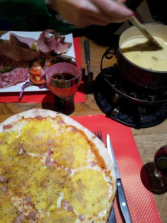 La Croix Saint-Maurice Hotel Restaurant : fondue with charcuterie, hawaiian pizza n jug of red vino