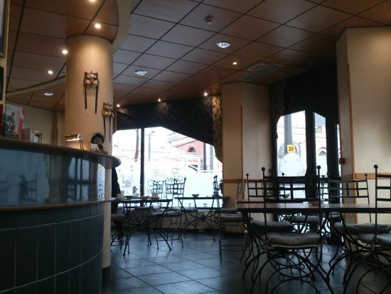 Hotel Le Chat Botte: Accueil et côté petit déjeuner