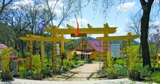 Grass Valley, CA: Entrance to the Yoga Farm