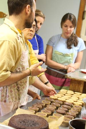 Grass Valley, CA: One of the baking classes in the kitchen