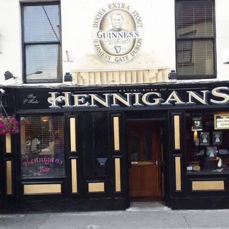 Hennigans Bar