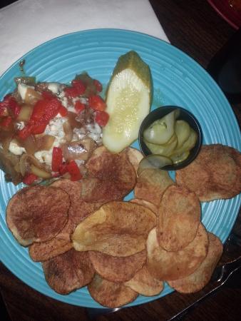 BrewBurger's Pub and Grill: Black & Blu Burger w/o bun!
