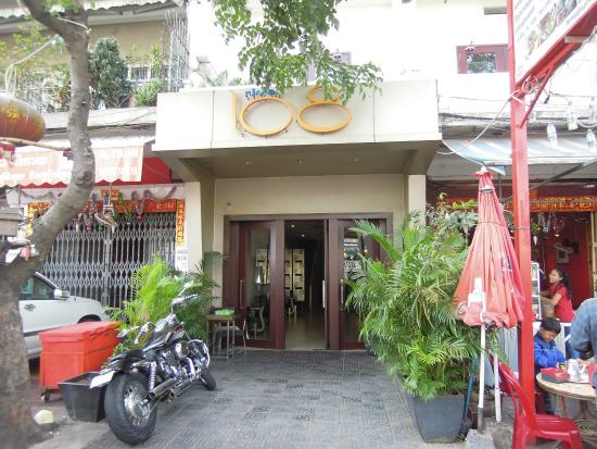 River 108 Boutique Hotel: Main entrance