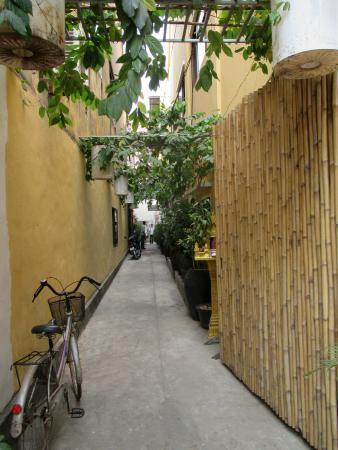 Quiet walk to entrance door of Khmer Relief Spa