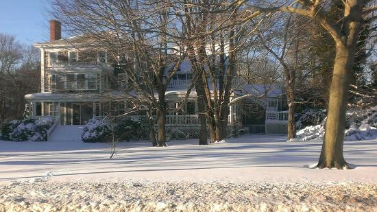 Old Sea Pines Inn: OSPI coated with snow, rooms available in winter