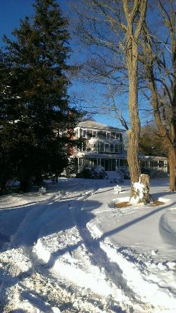 Old Sea Pines Inn: Another view of Bickford Hall OSPIs main building in the snow.