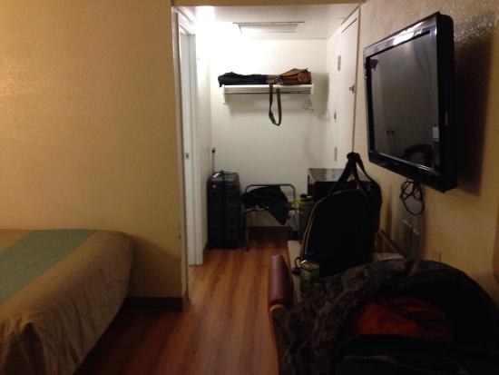 Motel 6 Mitchell: Room overview 2