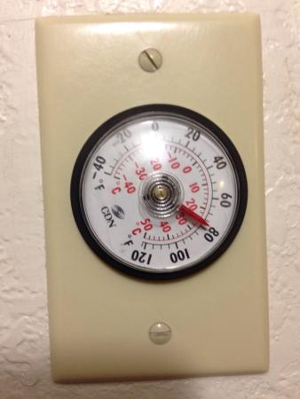 Motel 6 Mitchell: Temp in room when I arrived