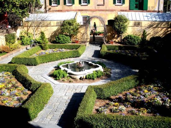 Owens-Thomas House: Owens-Thomas Garden