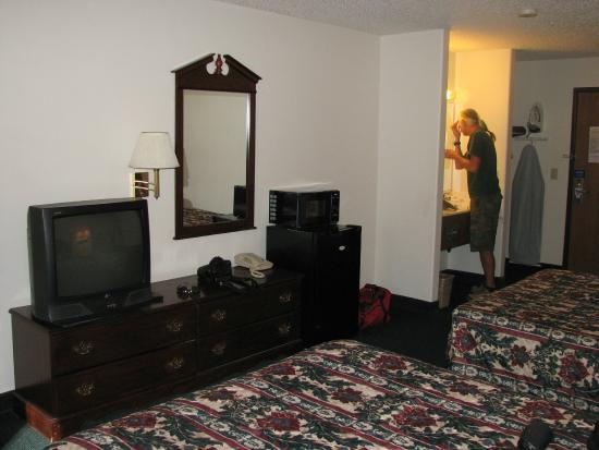 Super 8 Benson: our room