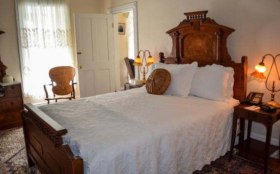 The Wharf Master's Inn: Eastlake Suite Bed Room
