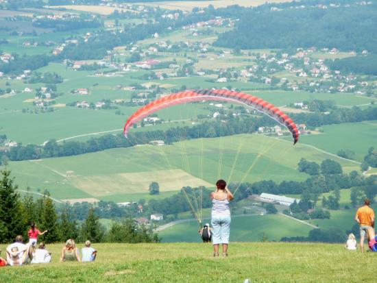 Trinec, Republika Czeska: Javorovy Hill view of the surounding and paragliding