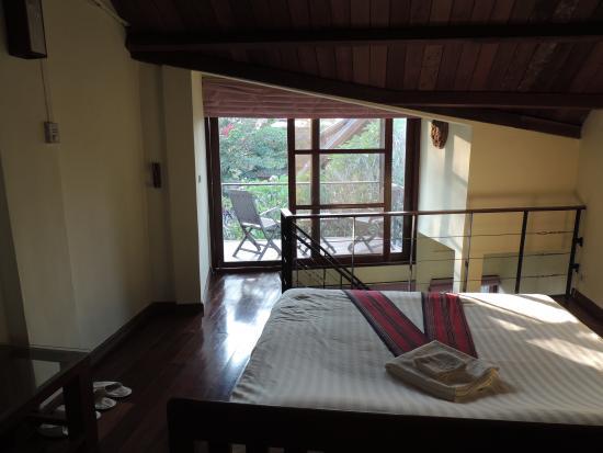 Inthira Hotel: jolie chambre et terrasse