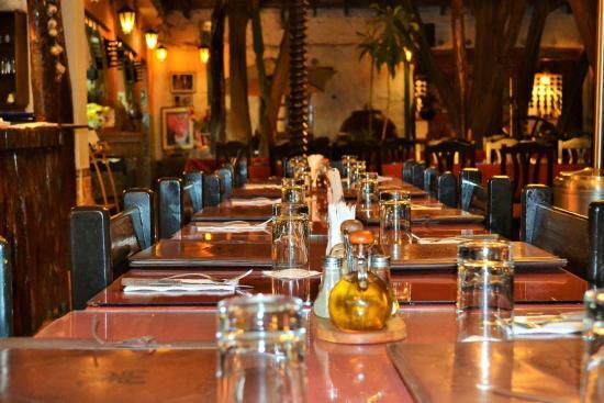El Porton Restaurant : Beautiful table