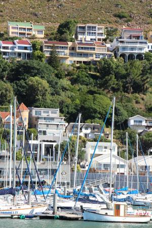 Gordon's Bay, Afrika Selatan: VIEW FROM HARBOUR OF GUESTHOUSE