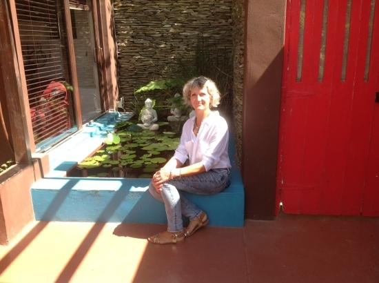 Karoo Art Hotel : zen pool in closed courtyard of Bridal Garden Suite.