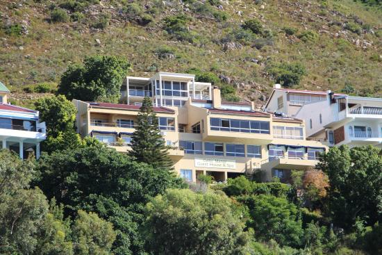 Gordon's Bay, Afrika Selatan: VIEW OF GUESTHOUSE FROM HARBOUR