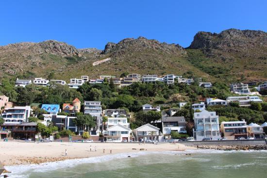 Gordon's Bay, Afrika Selatan: VIEW OF BEACH & GUESTHOUSE