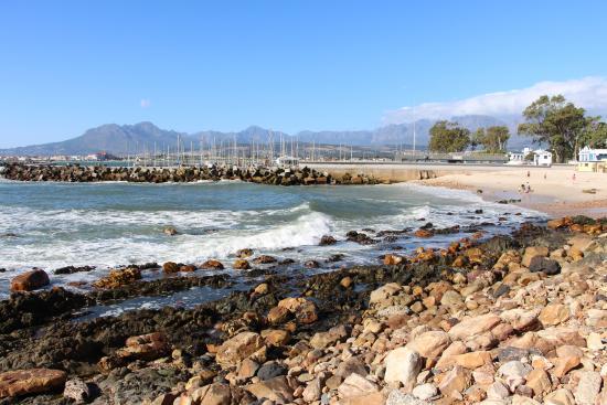 Gordon's Bay, แอฟริกาใต้: BIKINI BEACH