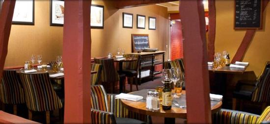 Côté terrasse  Photo de Villa Leonard, Bois Guillaume  ~ Restaurant Bois Guillaume