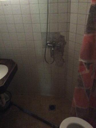 Complejo Turistico La Aldea : ducha inpenetrable