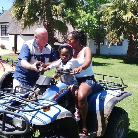 Bella Manga Country Escape: Ray giving us a crash course how to ride