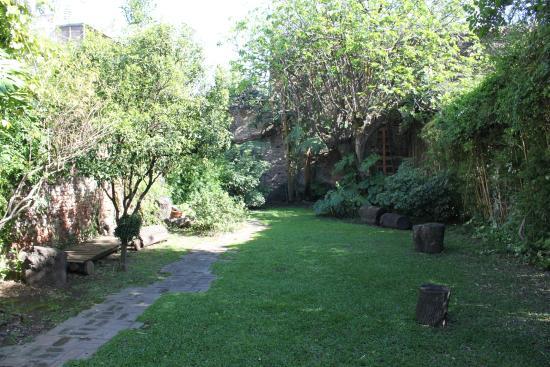 Jam Suites Boutique Hotel: jardim interno
