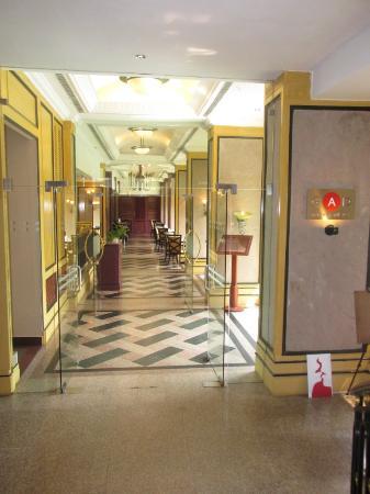 GAD Restaurant, The Gateway Hotel Calicut