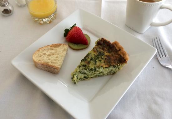 White Horse Inn: Spinach and Swiss Quiche we had for breakfast, amazing!