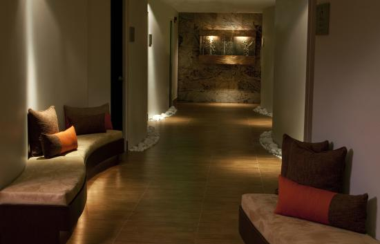 Zen spa hallway picture of zen spa san juan tripadvisor for A zen salon colorado springs