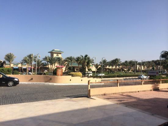 Coral Sea Aqua Club Resort: entrance of the hotel