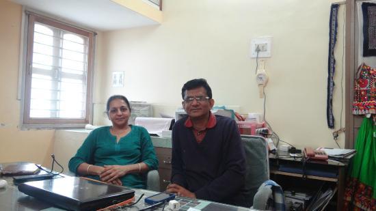 Rukmavati Guest House: Mr Vinod & his Wife