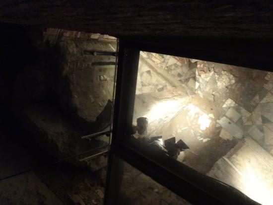 Le Domus Romane di Palazzo Valentini: Стеклянный пол