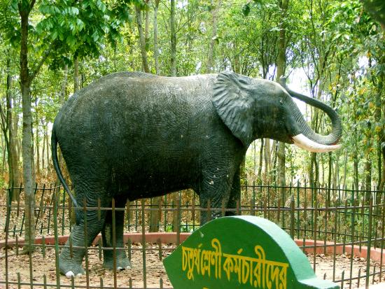 Nalkura, Bangladesz: Sculpture of elephant.