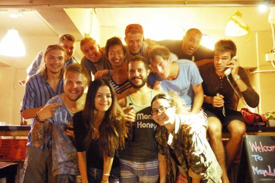 Non La Mer Hostel: Group photo!