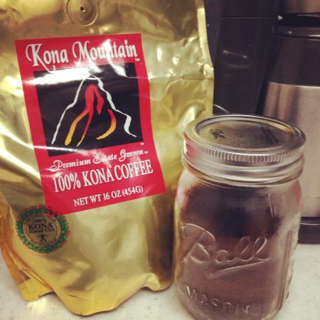 Kona Mountain Coffee Vistor Center: (=ↀωↀ=)✧