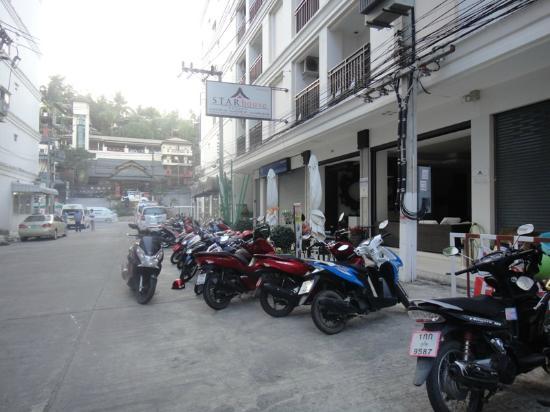 Star Hotel Patong: вход в отель