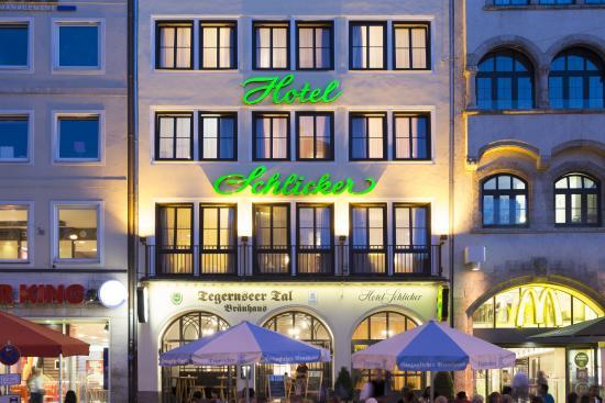 """Hotel Schlicker """"Zum Goldenen Loewen"""": Außenansicht Hotel"""
