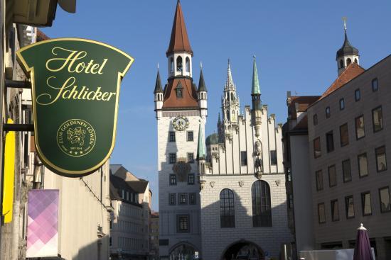 """Hotel Schlicker """"Zum Goldenen Loewen"""": Blick vom Hotel zu Marienplatz"""