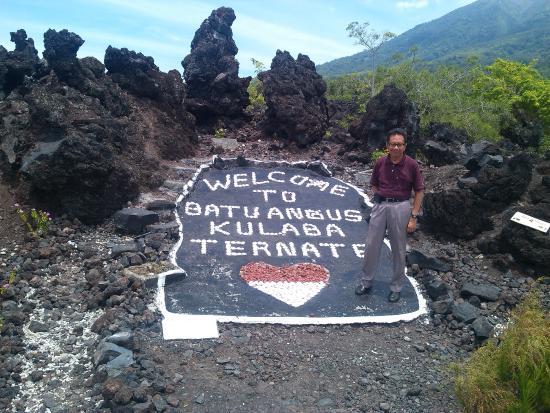 Di Lokasi Wisata Picture Of Batu Angus Ternate Tripadvisor