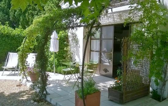 Le Domaine de Tini: Terrasse gîte/studio