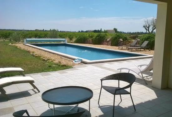 Le Domaine de Tini: Piscine, terrasse cuisine d'été