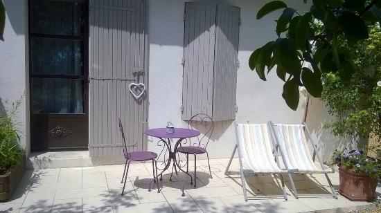 Le Domaine de Tini: Terrasse chambre d'hôte