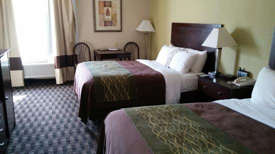 Comfort Inn: Those beds are the BEST!