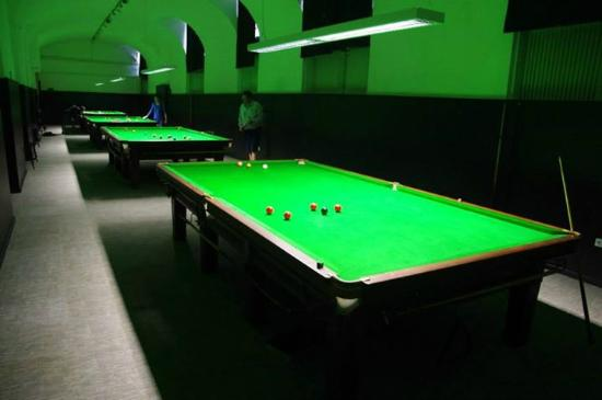 Ötker Snooker Club and Pub: Snooker asztalok