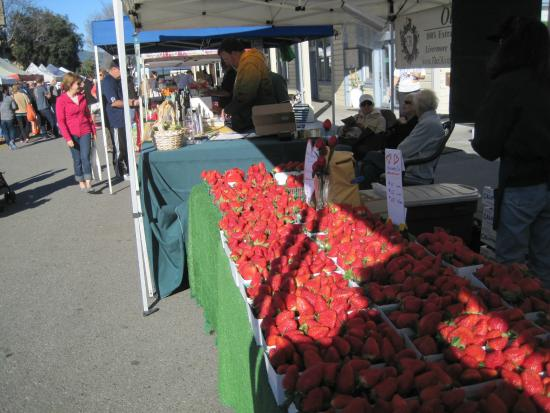 ‪Pleasanton Farmers' Market‬
