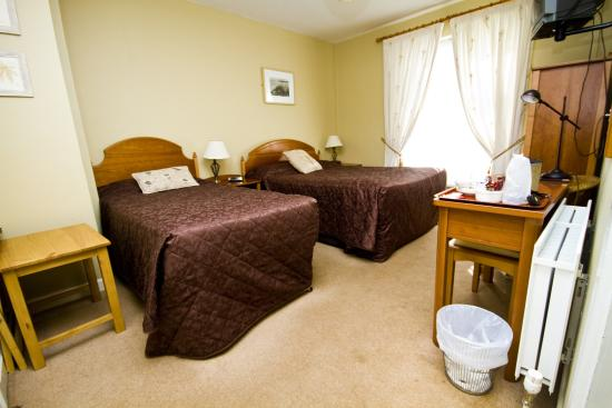 Beach Haven House: twin room