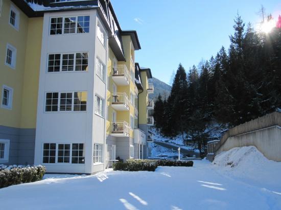 Appartementhotel Sonnenwende: Hotellet fra terrassen