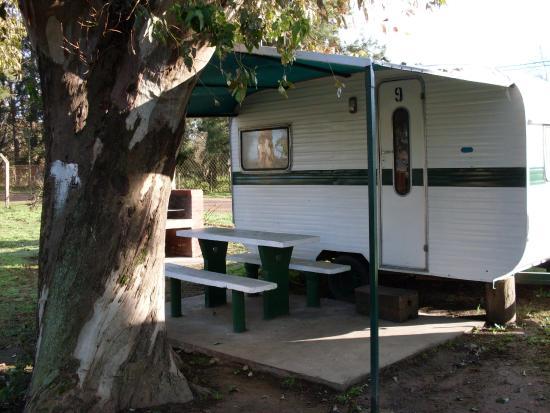 Lobos, Argentina: Casas Rodantes con mesa y parrilla