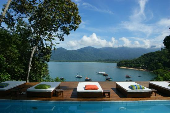Pousada Picinguaba: View from the pool and sun beds